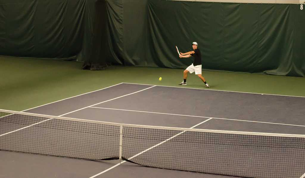 Men's tennis downs Bulldogs, improves to 2-1