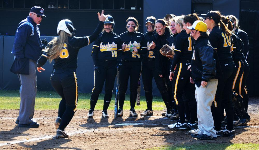 Mountaineers handle Catamounts, take weekend series 2-1