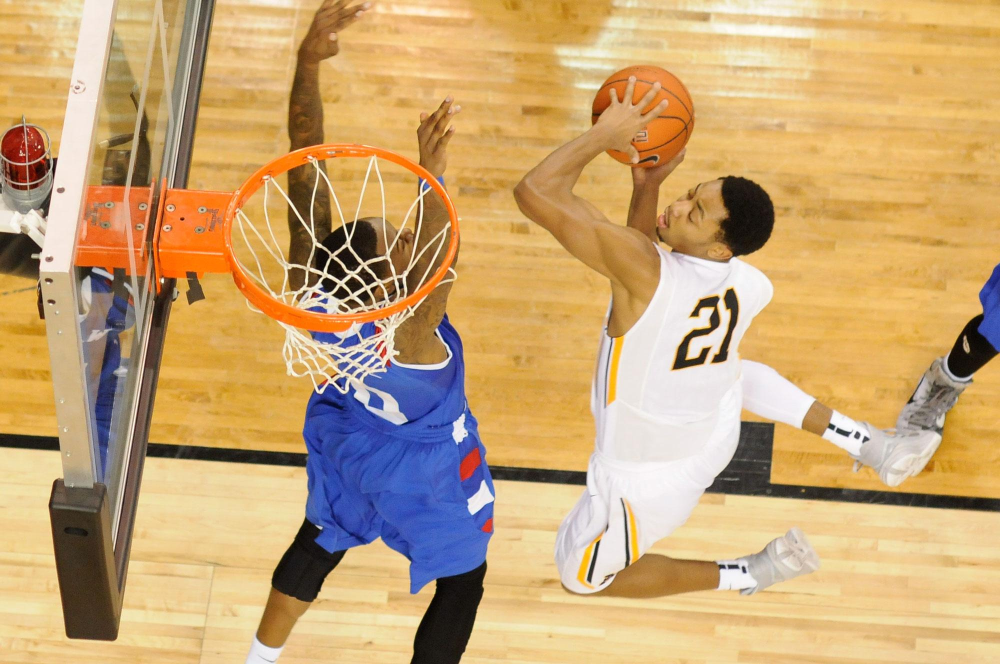 Junior guard Frank Eaves rises up to lead Mountaineers