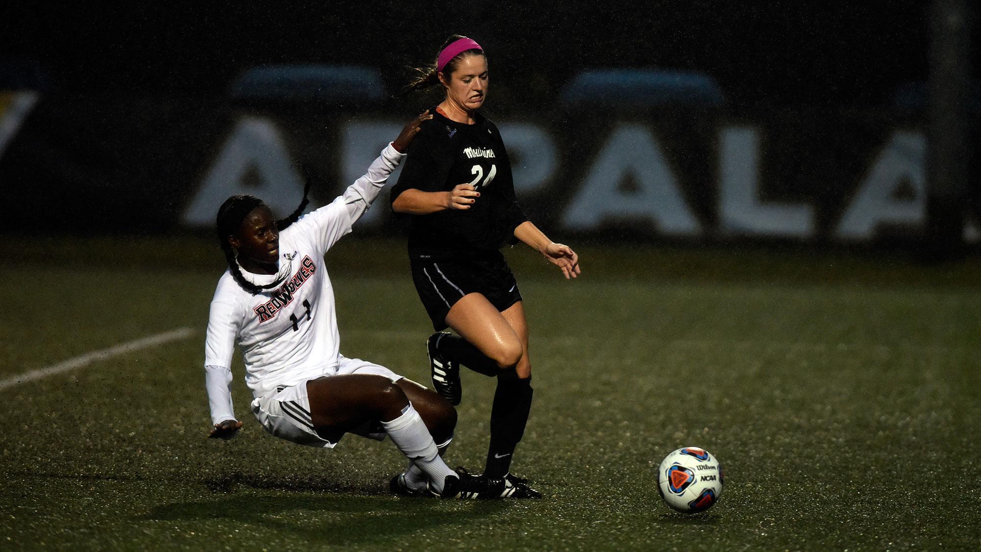 Women's soccer ties in defensive battle