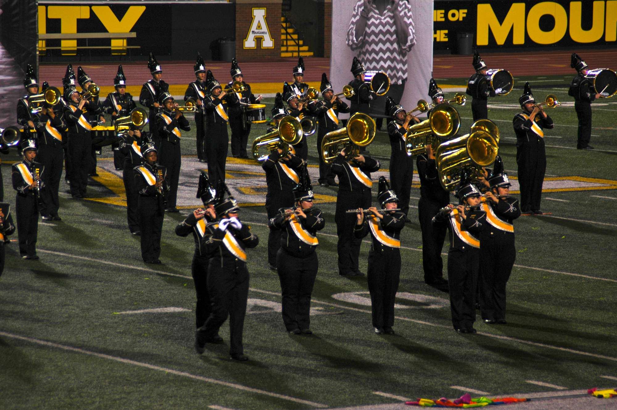 Marching band festival attracts crowd of 8,000