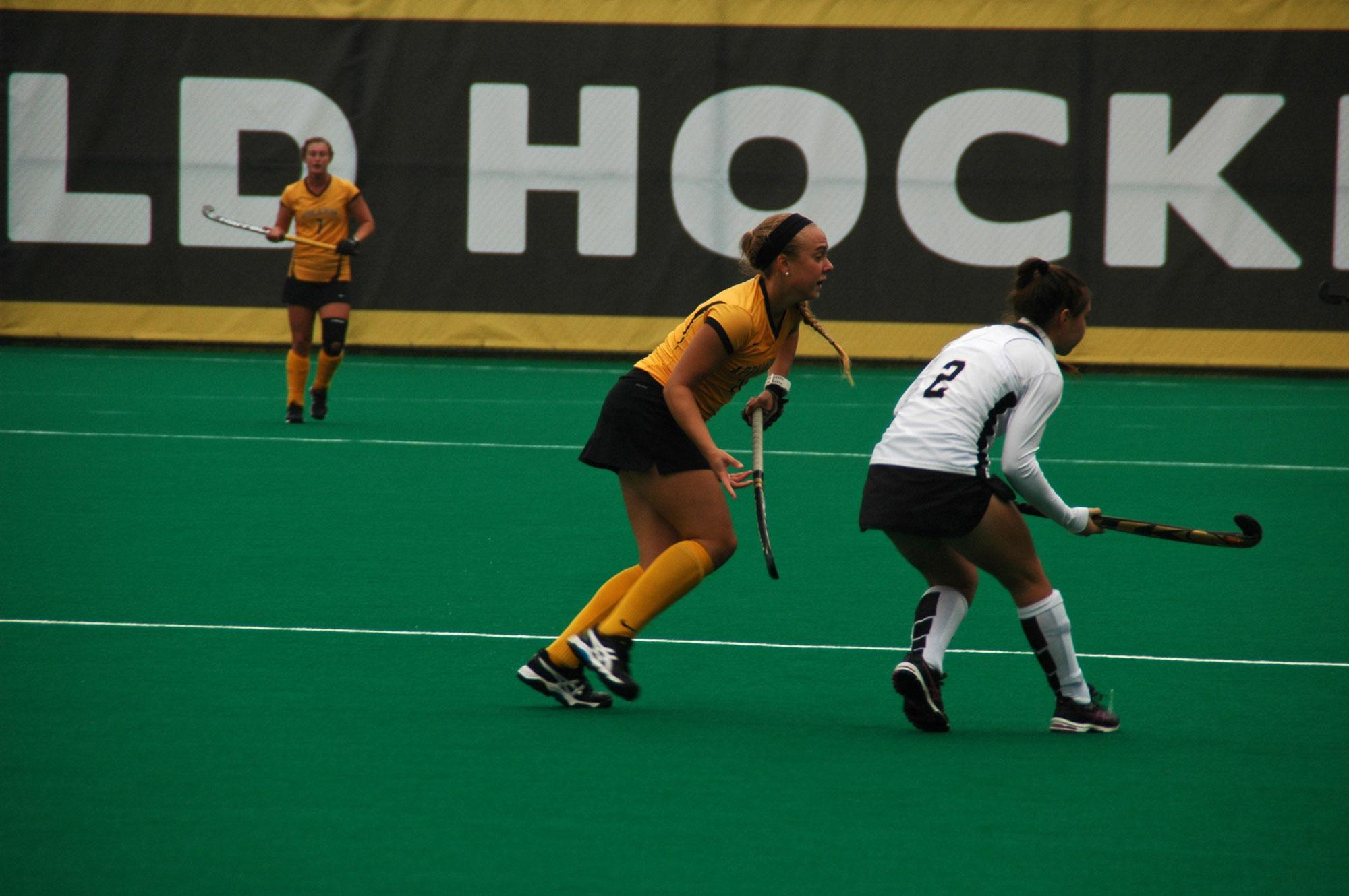 FieldHockey_06_LindseyHonkomp_Web