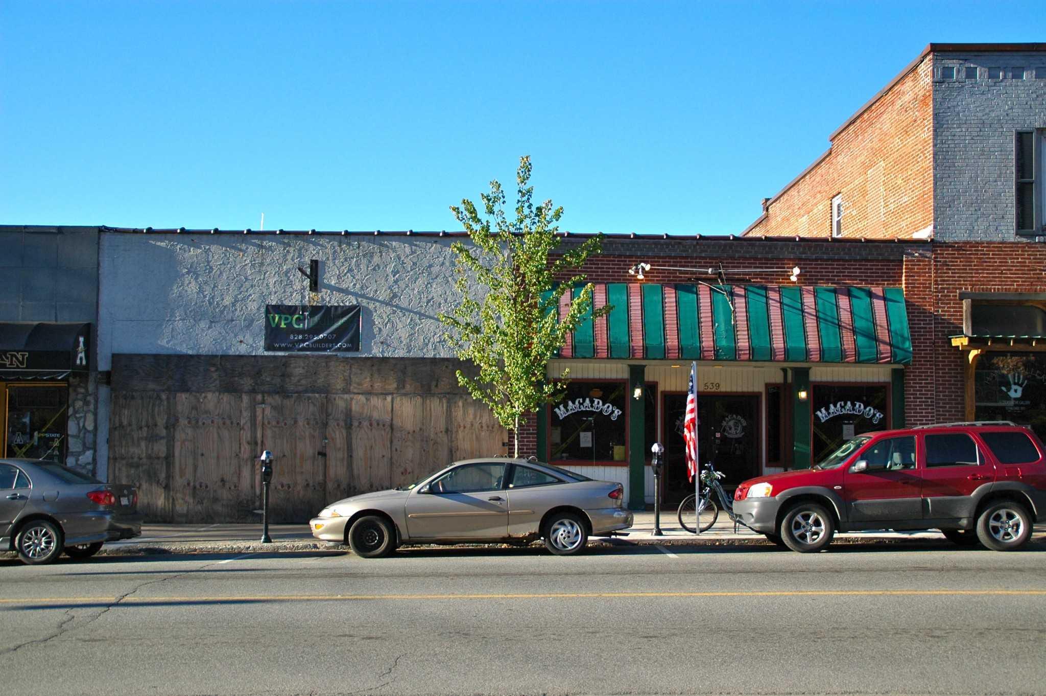 Macado%27s%2C+a+beloved+restaurant+on+King%27s+Street%2C+is+expanding+into+the+building+next+door.