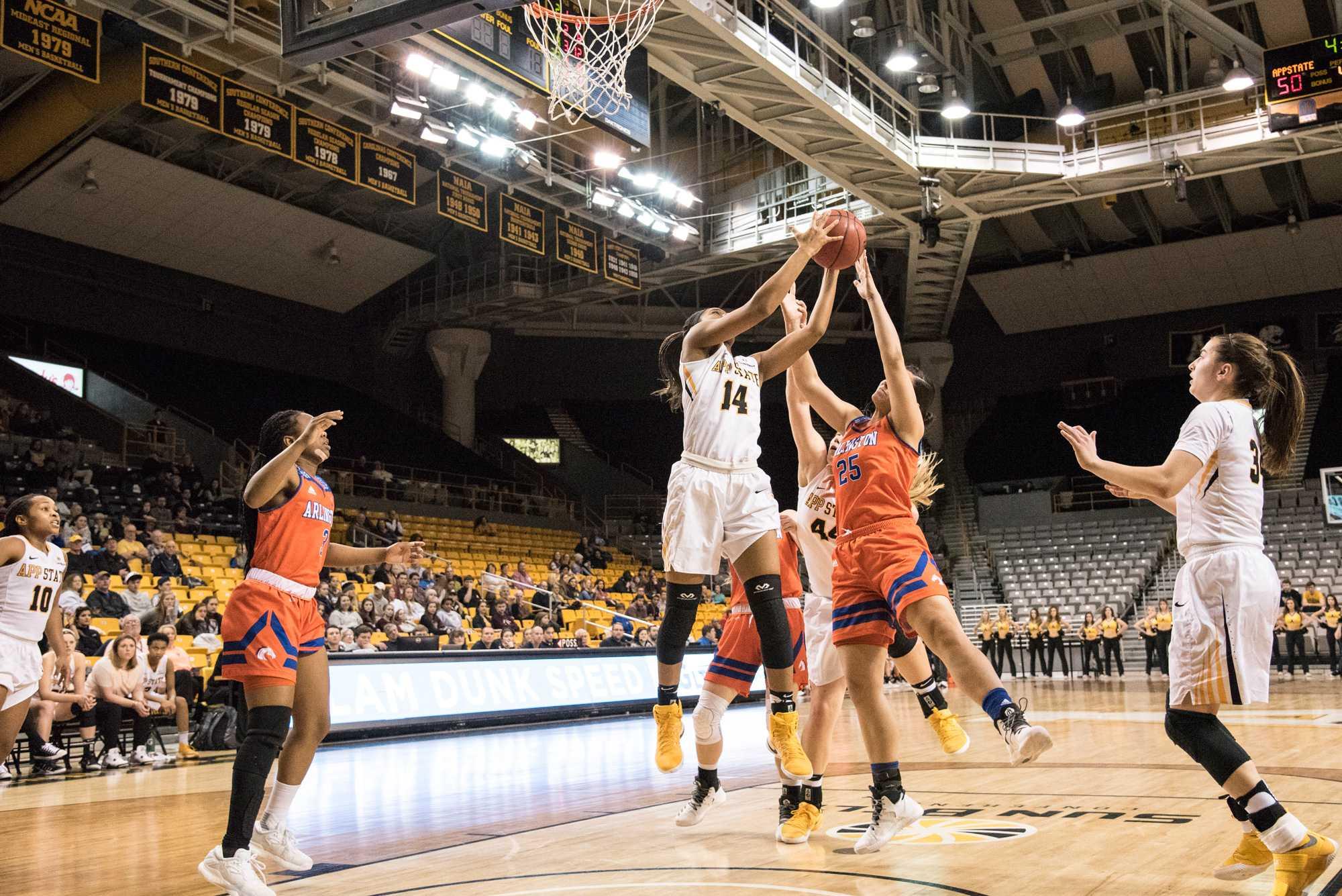 Women's basketball preparing to tip-off 2017-2018 season