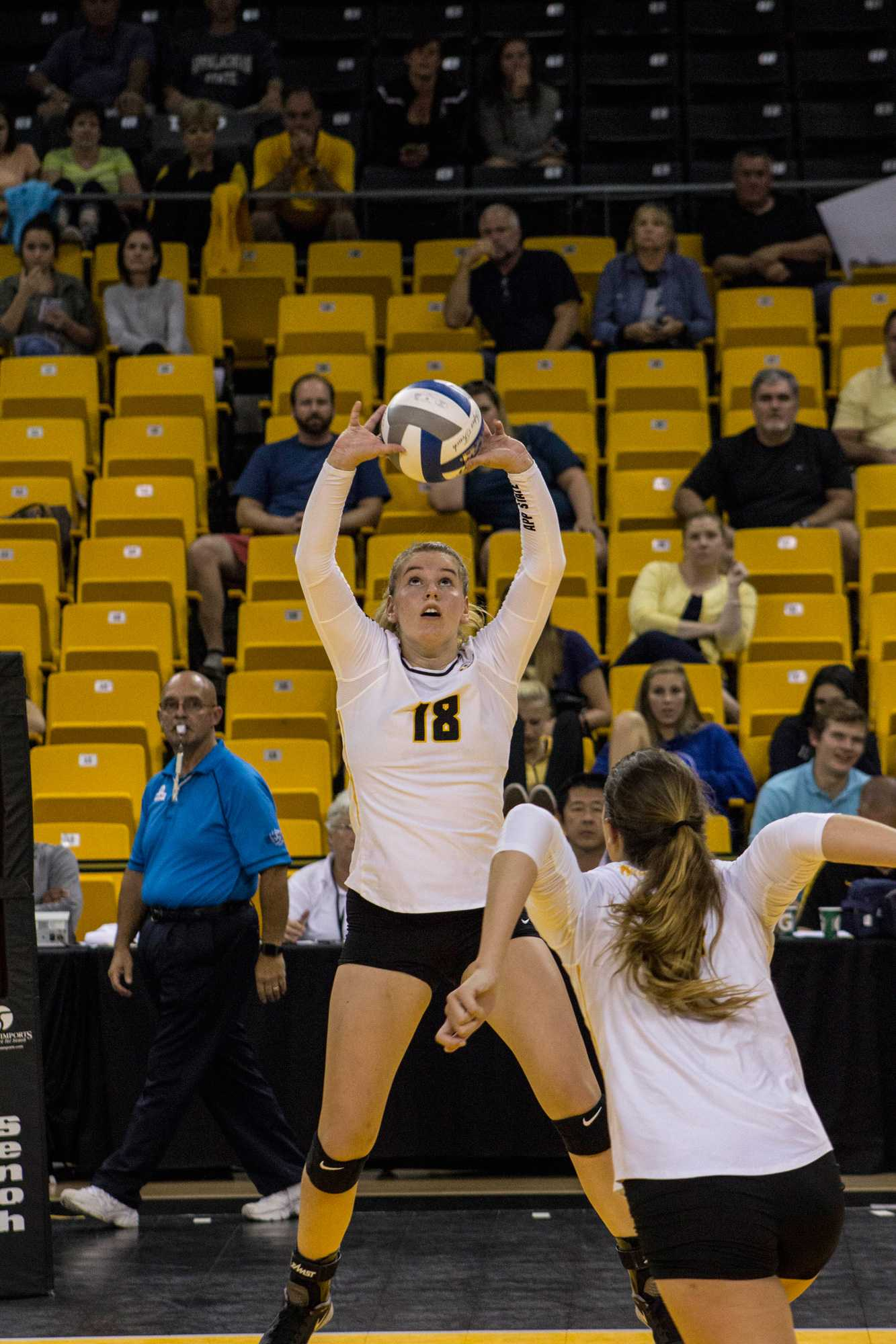 Freshman setter Amanda Krahl goes up for a pass in the game against Ohio Photo by Halle Keighton