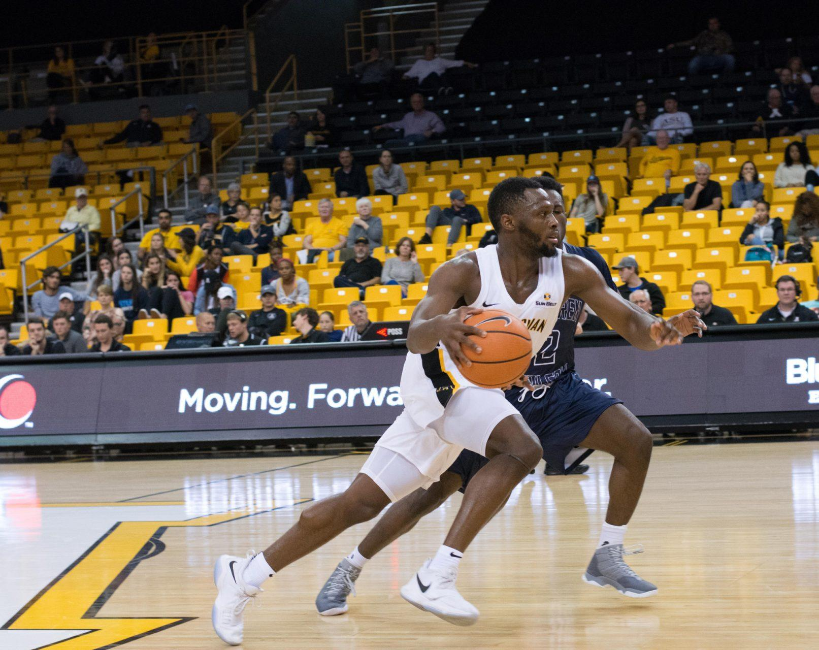 Mountaineers storm by Owls in exhibition