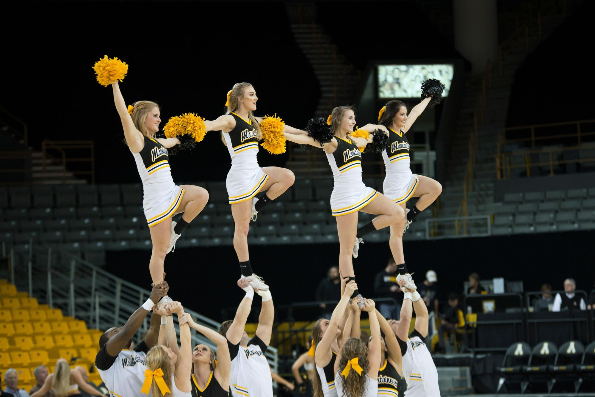 The+App+State+Cheer+squad+opens+up+the+basketball+game+against+UL+Lafayette+with+a+small+routine+to+get+the+crowd+pumped.