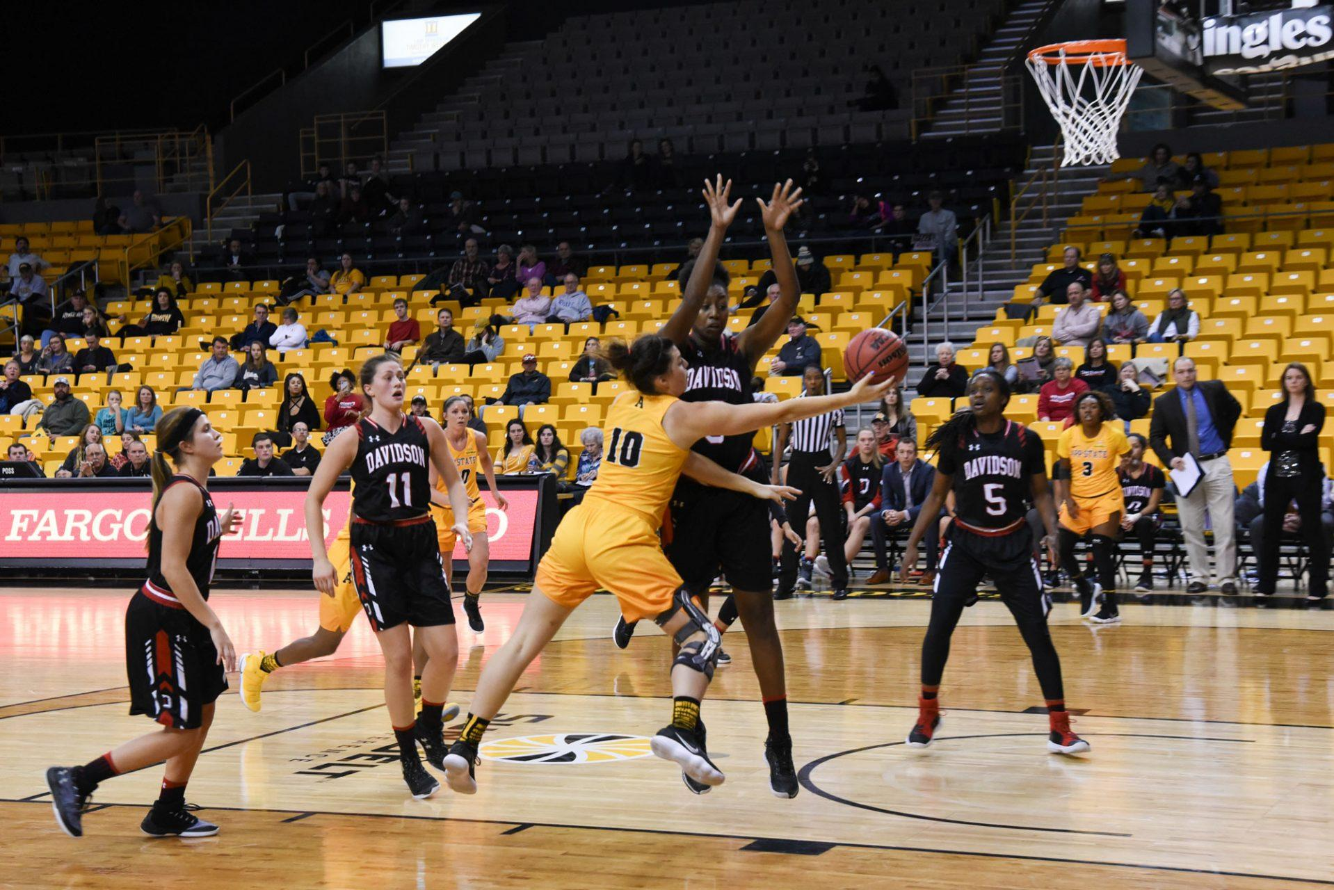 Sophomore guard Kaila Craven attempts to score a basket during the home game on Sunday afternoon.