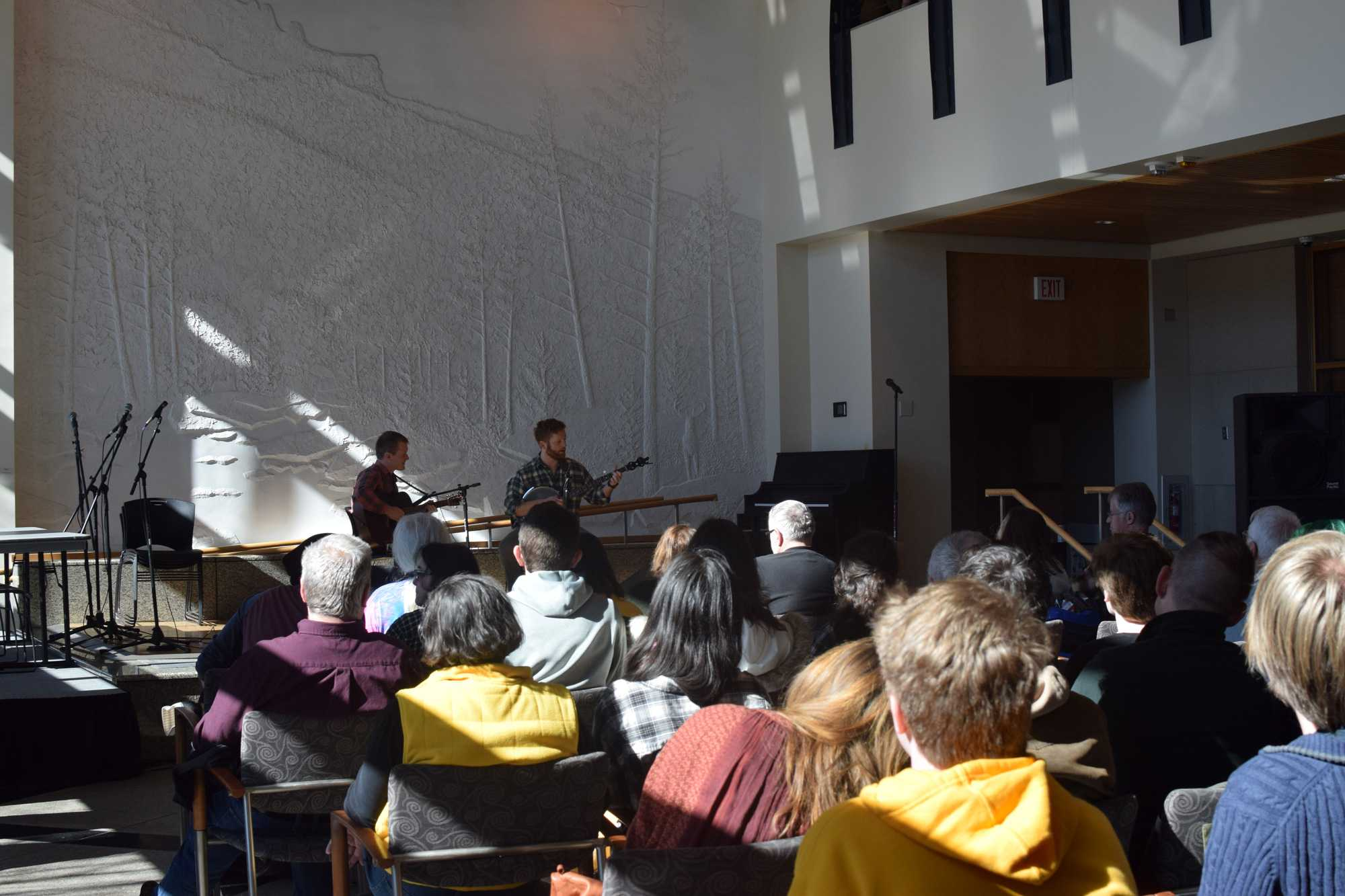 Musicians+perform+during+the+adult+banjo+competition+in+the+Solarium+of+Plemmons+Student+Union.