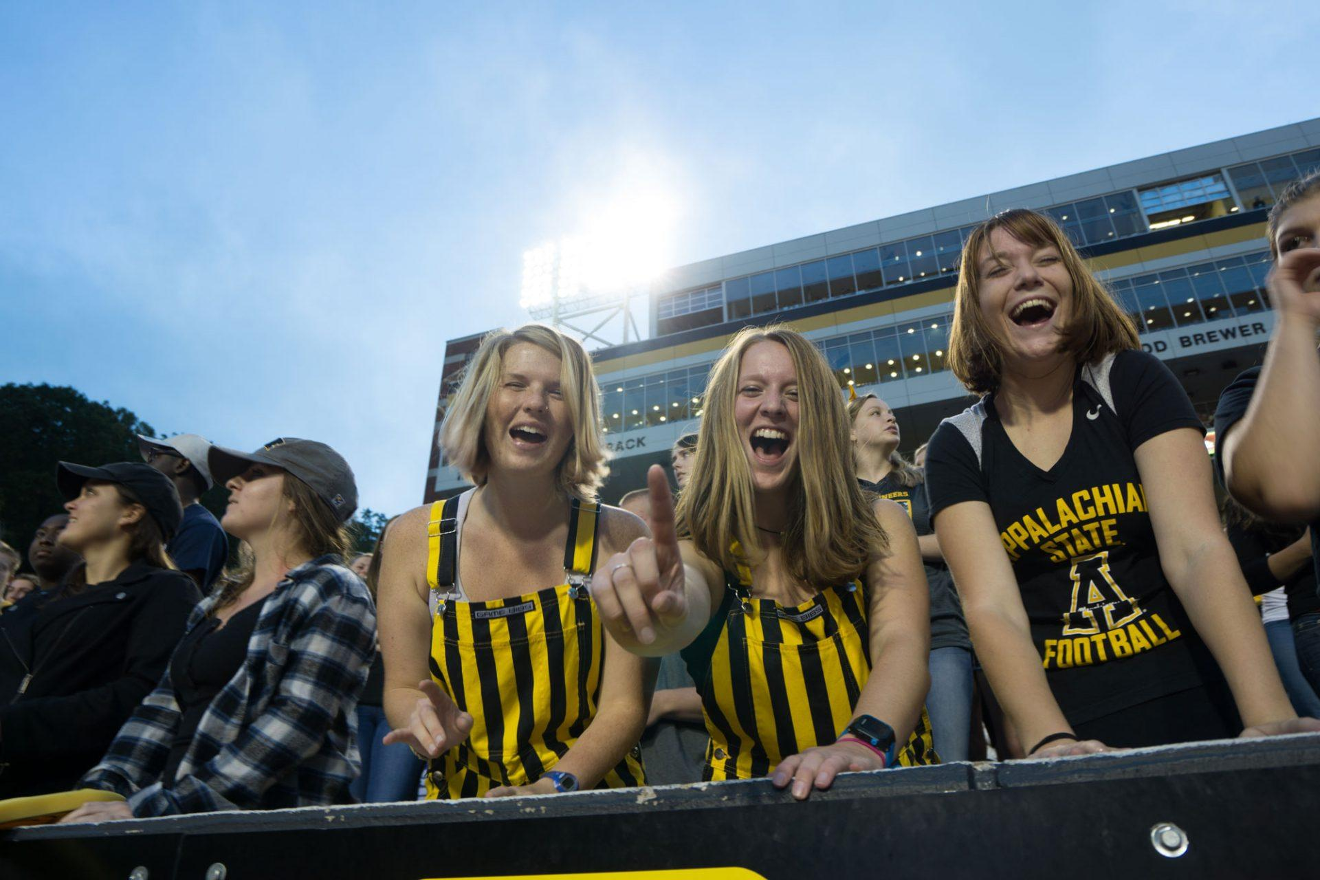 Fans react as the Mountaineers secure the Homecoming game with one last touchdown.