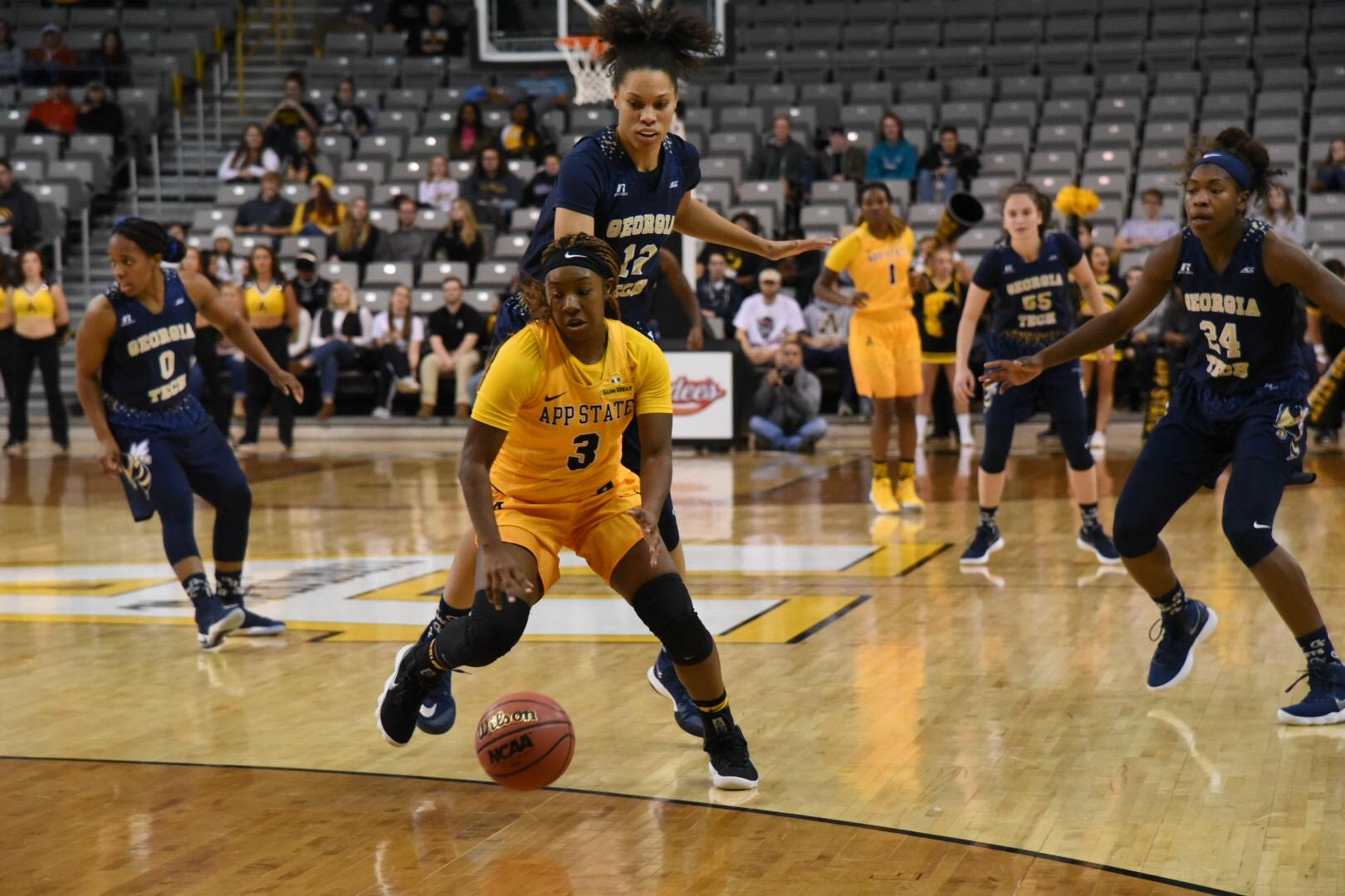 Mountaineers fall in regular season opener to ACC Yellow Jackets