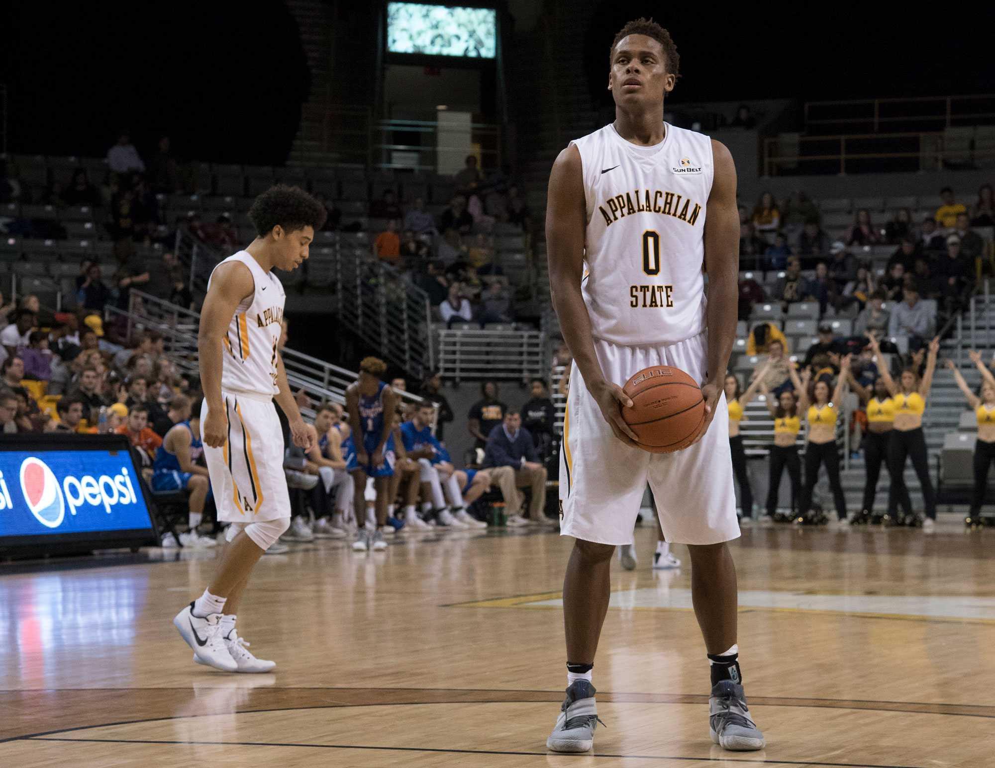 Freshman+forward+Isaac+Johnson+prepare+to+shoot+free+throw+during+the+game+against+UTA.+%0A