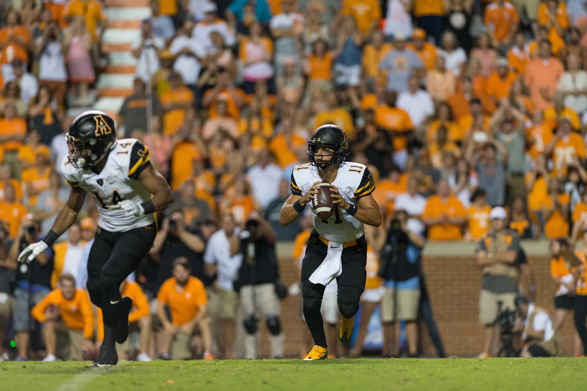 Quarterback+Taylor+Lamb+looks+to+pass+the+ball+in+their+game+at+Tennessee.%0APhoto+By%3A+Dallas+Linger%2C+Photo+Editor+