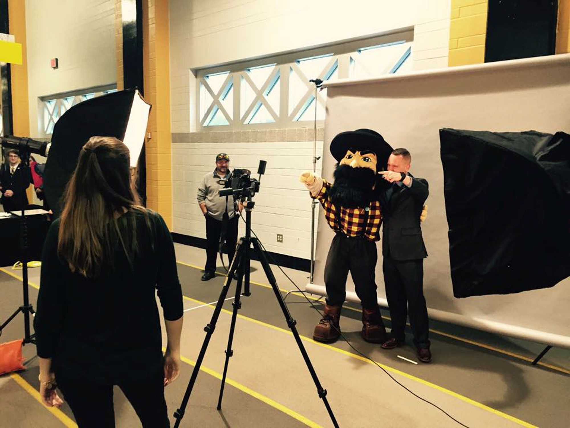 A student attending CareerFest got surprised by Yosef during his professional headshot which was taken by the students of the F/Stop Club.