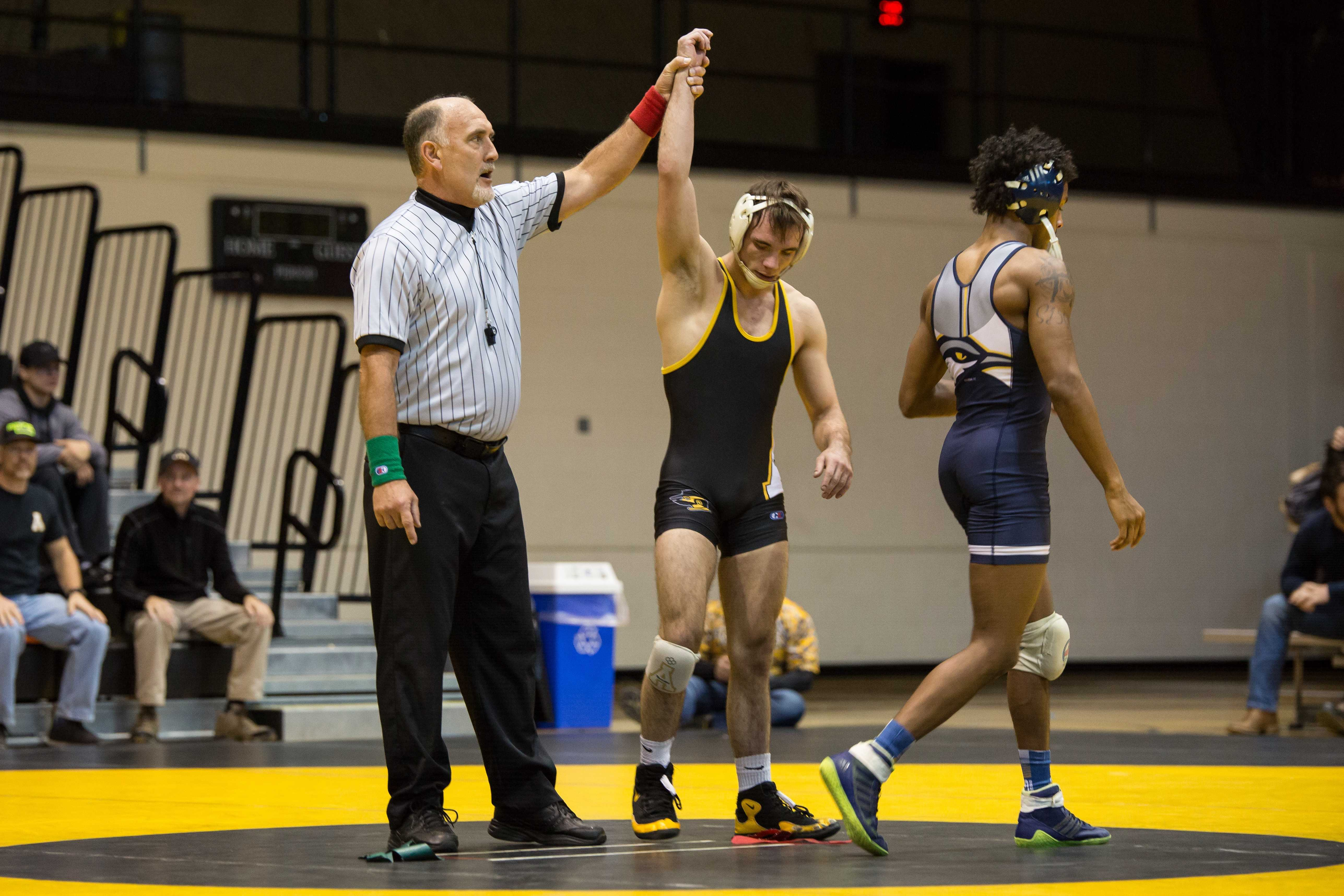 App State's Vito Pasone secures a major decision over Chattanooga's Alonzo Allen.