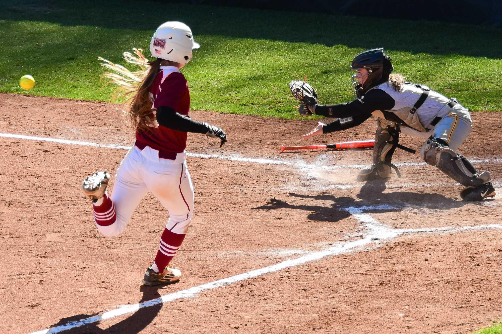 Freshman+catcher+Jenny+Dodd+prepares+for+a+play+at+home+to+prevent+a+run+by+Troy+on+March+18.