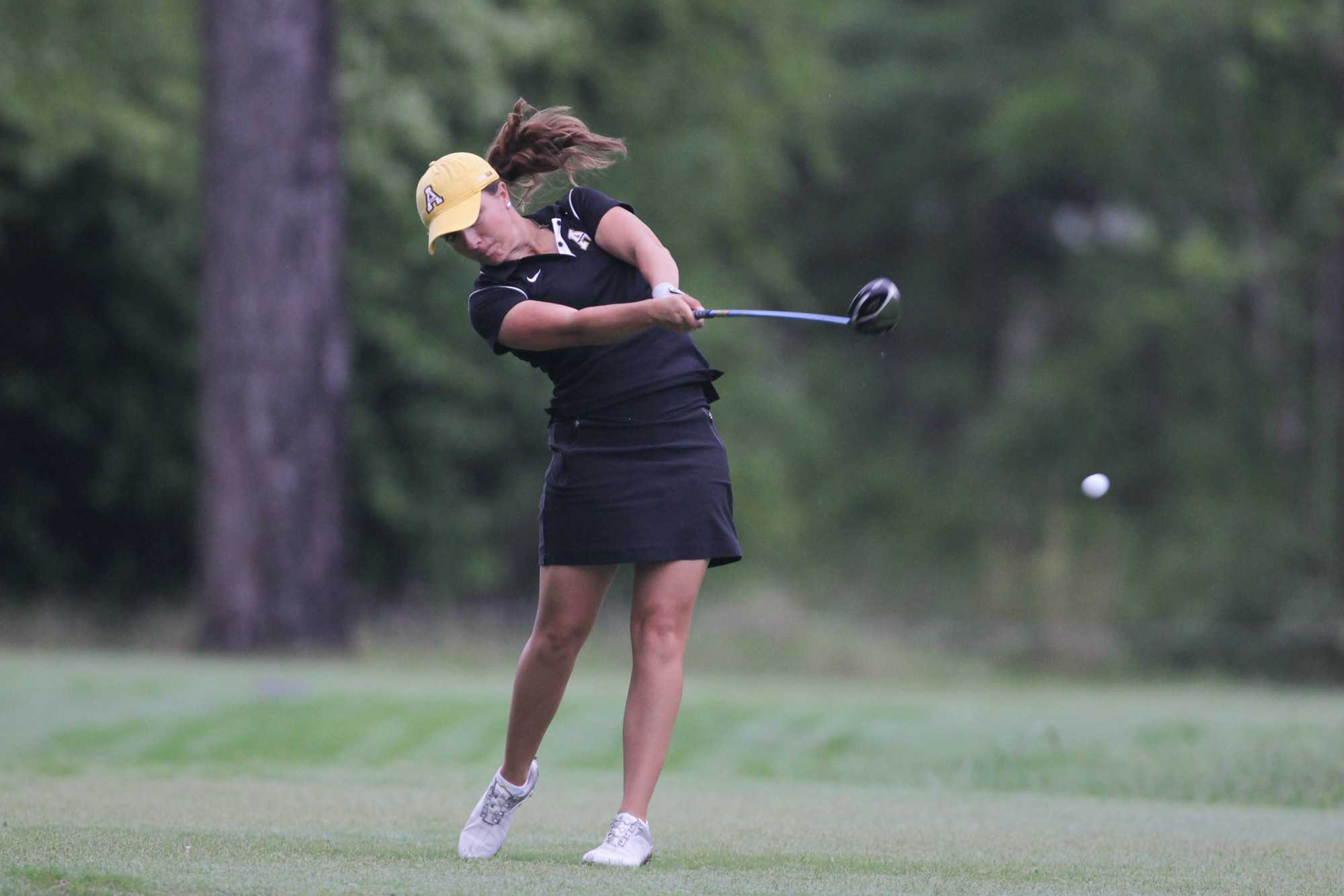 Women's golf looks to stay on course