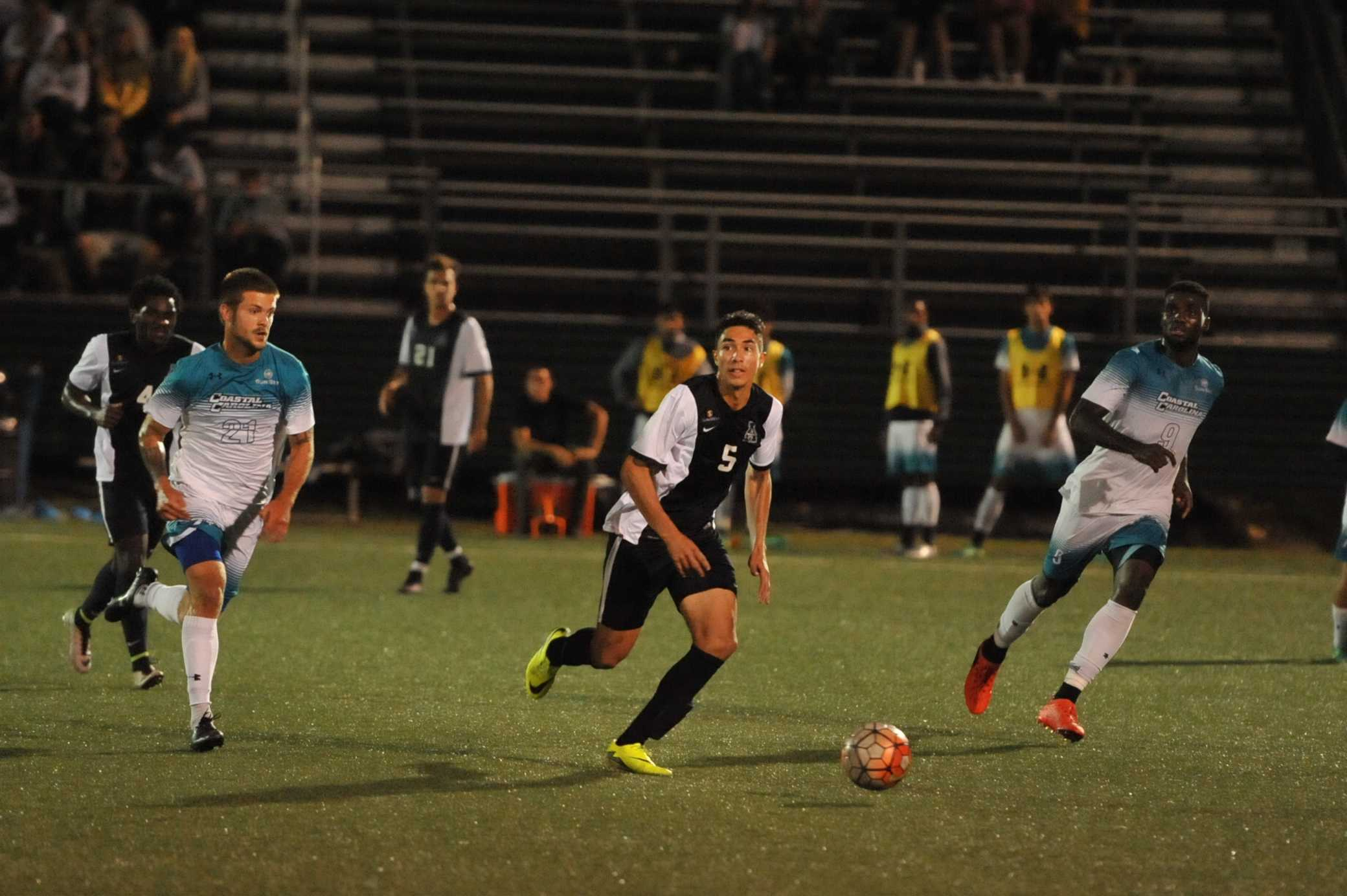 Men's soccer unbeaten streak ends in overtime