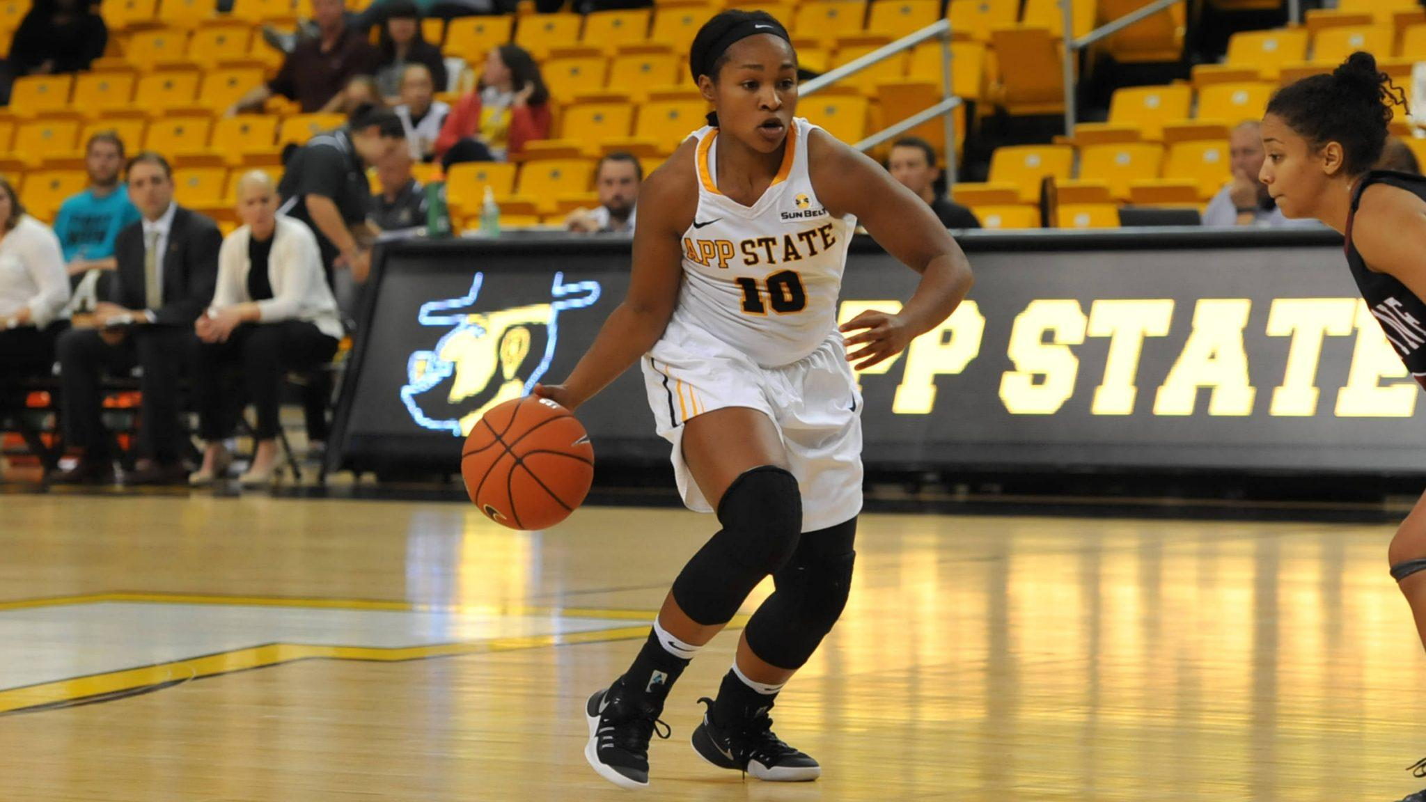 Guard+Joi+Jones+looks+to+drive+with+the+ball+during+Monday%27s+exhibition.+She+finished+with+10+points+on+the+night.%0APhoto+courtesy%3A+App+State+Athletics%2FDave+Mayo