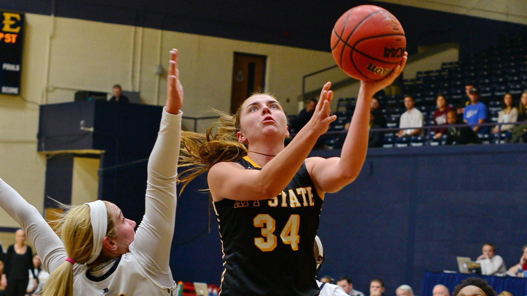 Story+scored+31+points+tying+her+career+high.+Photo+courtesy%3A+App+State+Athletics%2FDiana+Gates+
