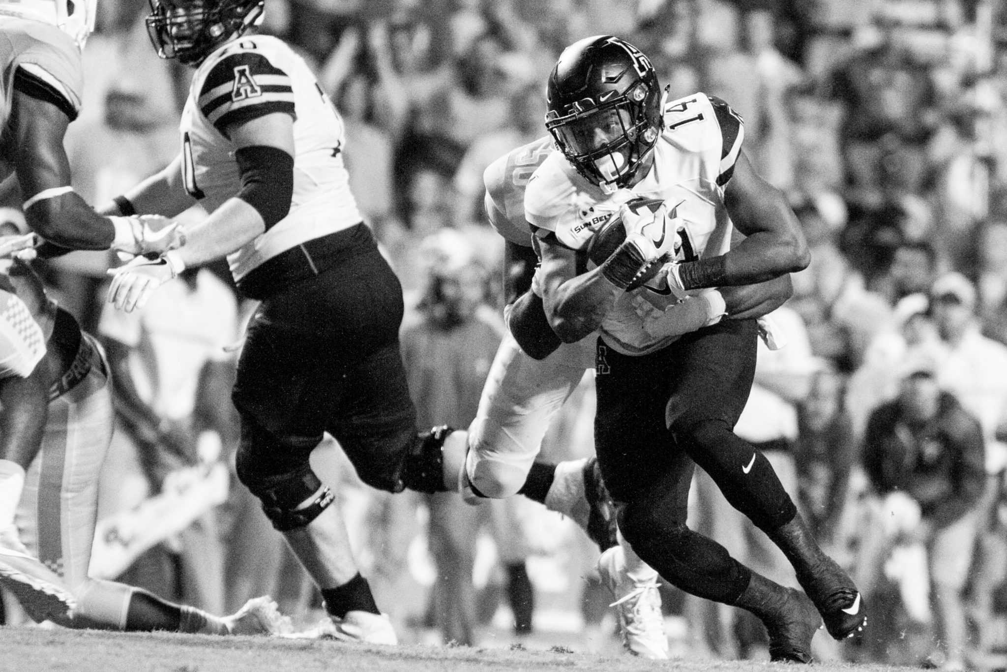 Senior+running+back+Marcus+Cox%2C+runs+the+ball+down+the+field+during+the+game+against+Univerity+of+Tennessee.