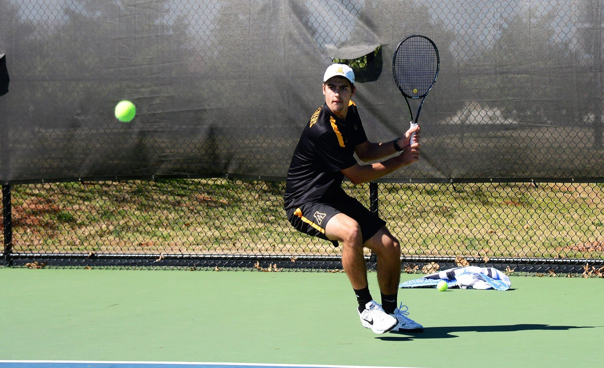 Alex+Pavkovich+helped+the+Mountaineers+take+their+Friday+match+