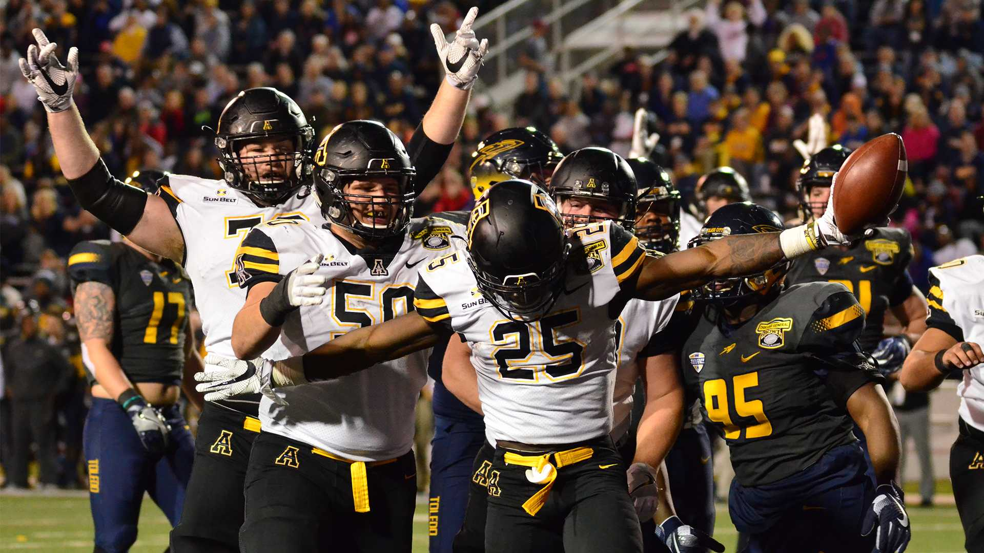 Undefeated: Mountaineers continue their bowl dominance with victory in Dollar General Bowl