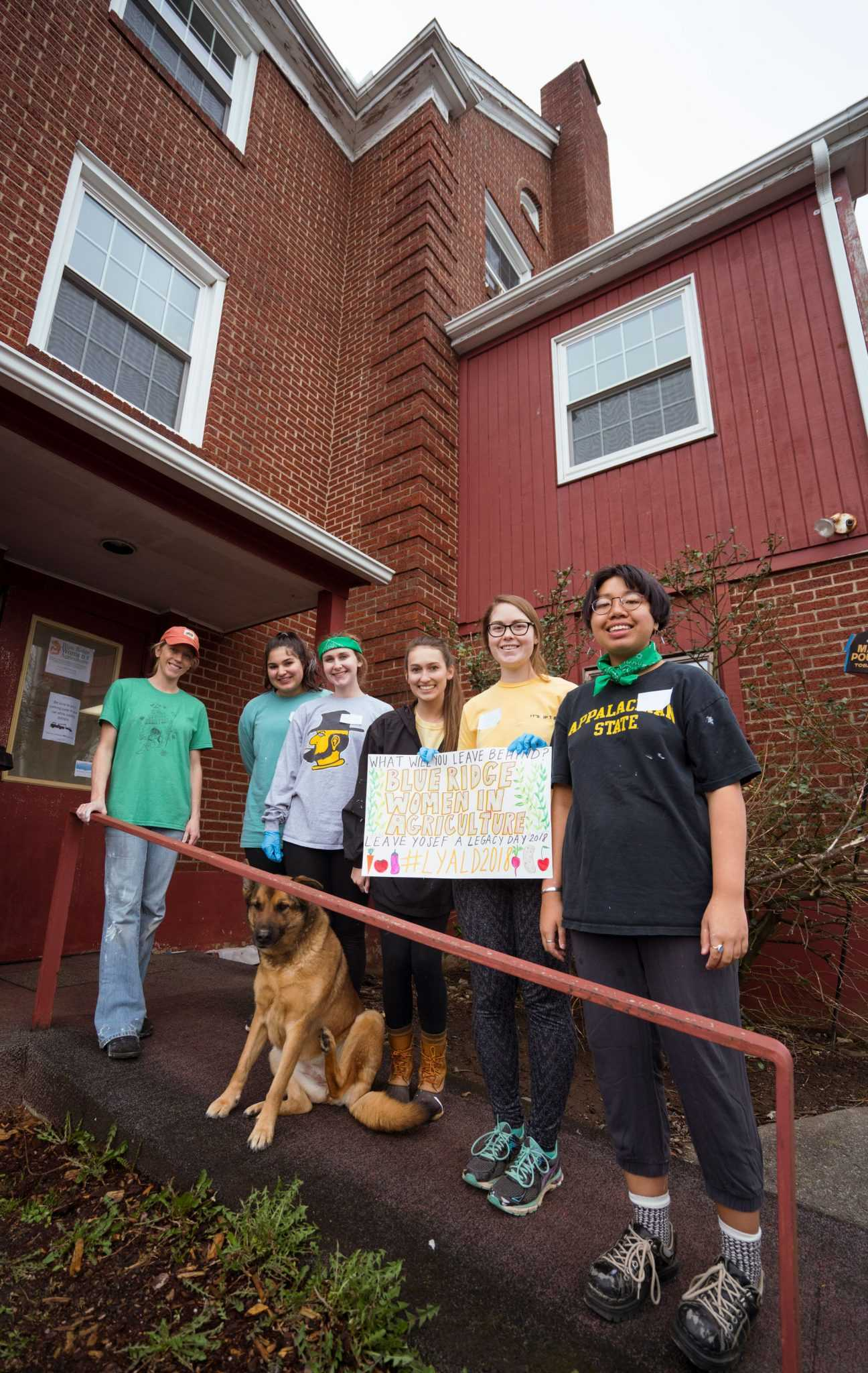 Students volunteering at the BRWIA office during Leave Yosef a Legacy day.