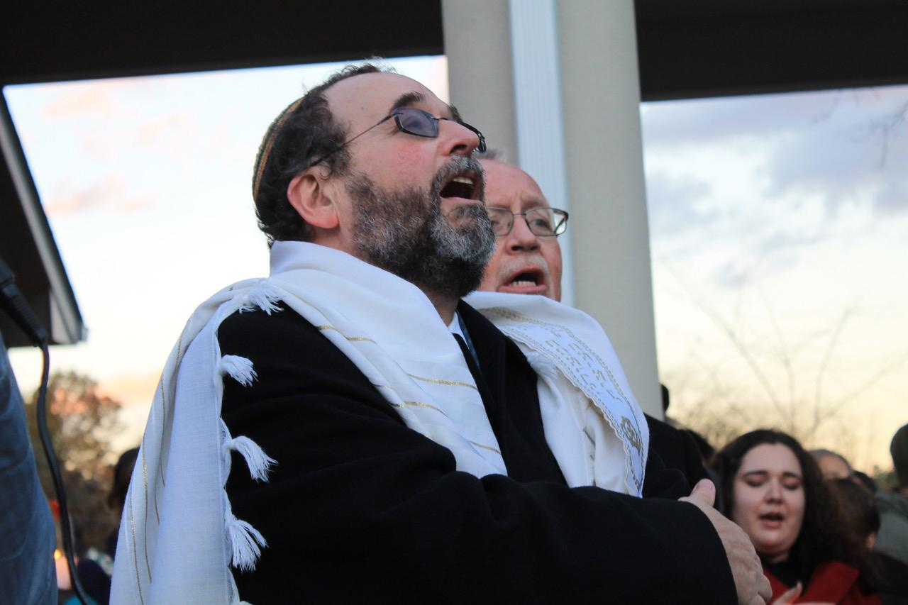 Faith leaders mourn Pittsburgh shooting, support local Jewish community with candlelight vigil
