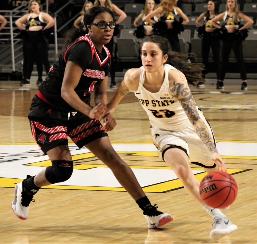 Junior+guard+Ashley+Polacek+avoids+a+defender+and+drives+the+lane+for+a+basket+during+their+victory+over+Arkansas+State+on+Jan.+24.+Photo+by+Megan+McCulloh%2C+Staff+Photographer.+