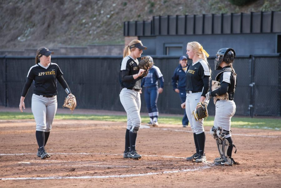 Players+on+the+App+State+softball+team+discuss+the+next+play+during+a+timeout+in+the+2017+season.+Courtesy+of+Halle+Keighton.+