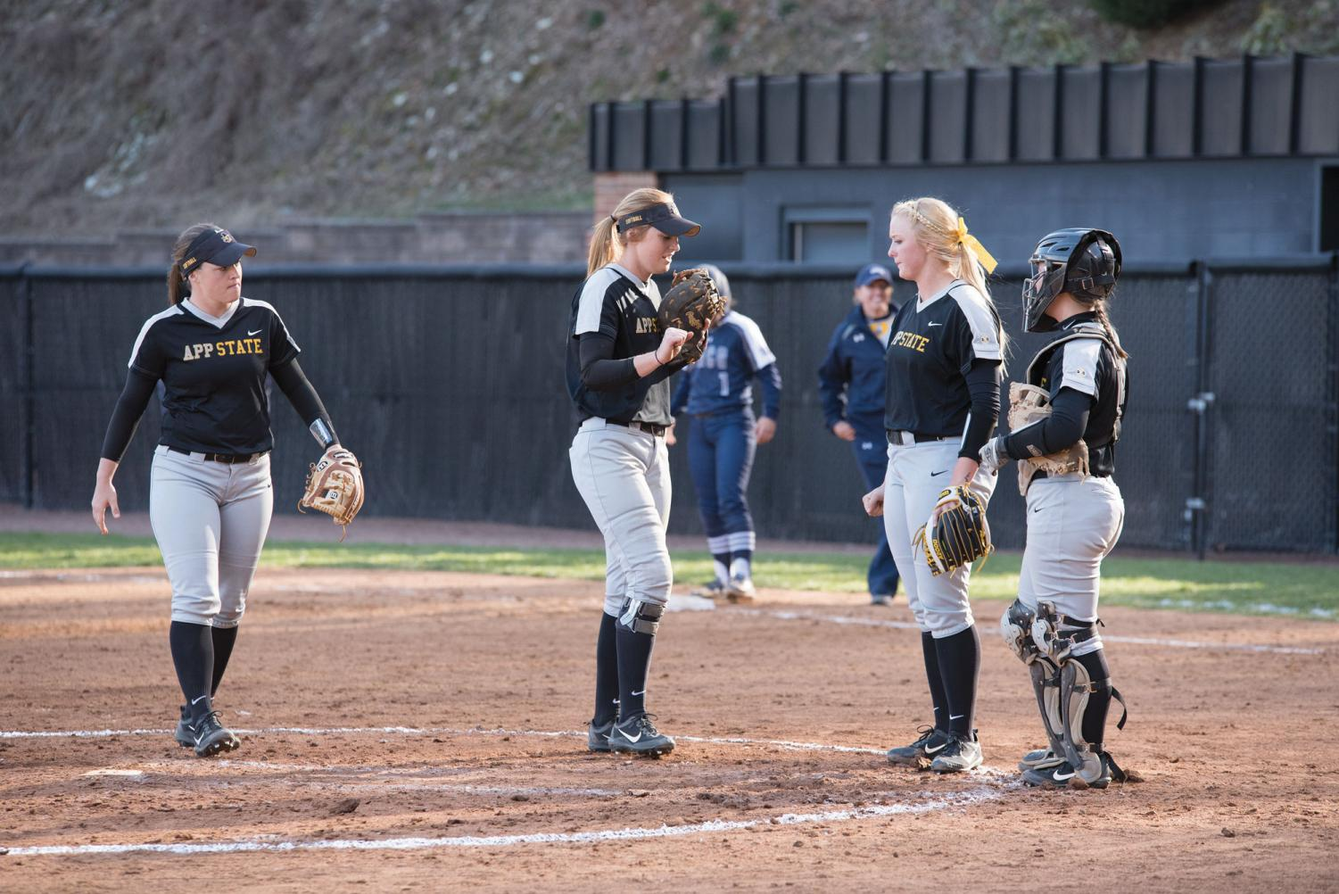 Players on the App State softball team discuss the next play during a timeout in the 2017 season. Courtesy of Halle Keighton.