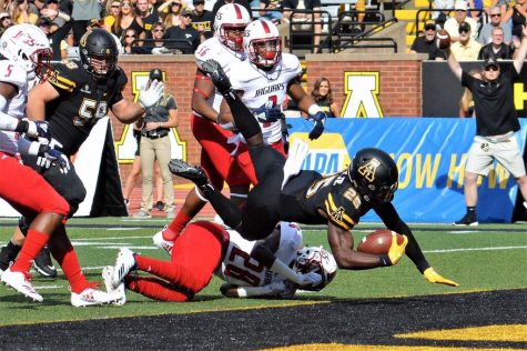 Mountaineers stay perfect in Sun Belt, knock off Louisiana 27-17