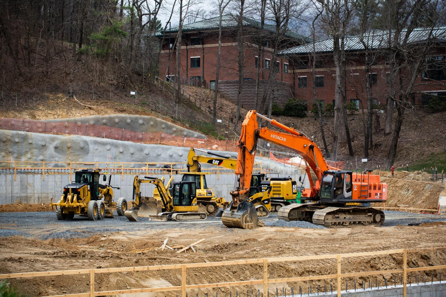 A parking deck is being built between Frank and Eggers Residence Halls. The deck will contain close to 500 spots and is set to open by the end of 2020. Photo by Brendan Hoekstra