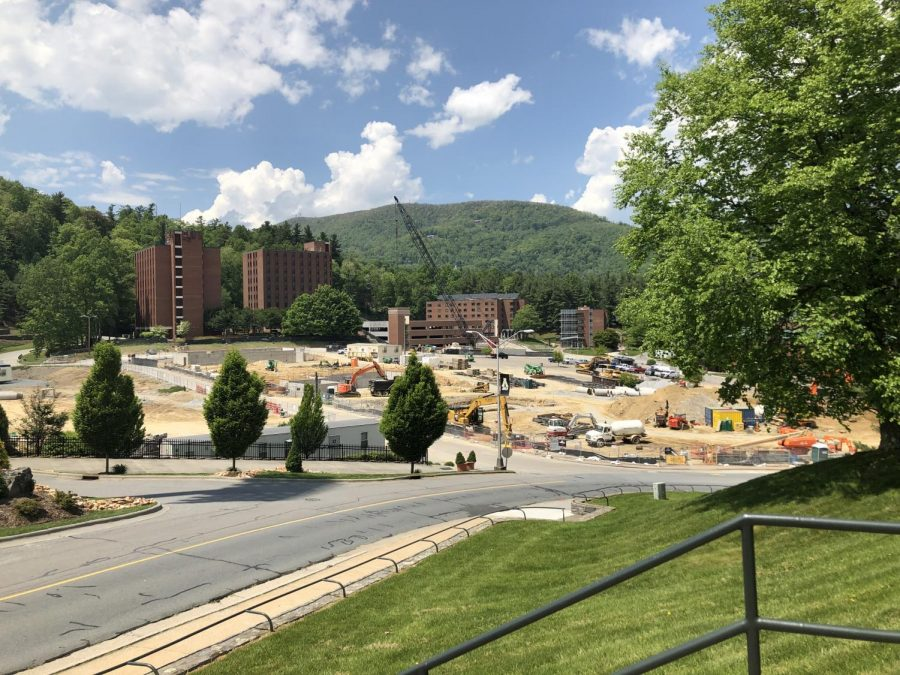 Construction+of+parking+deck+and+preparations+for+dorms+continue+to+progress+on+West+Campus+