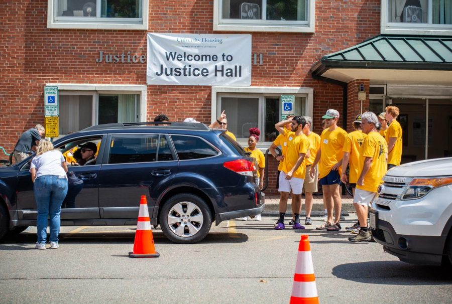 University Housing workers and move-in volunteers were hard at work around Justice and Coltrane Halls to efficiently help students unload their stuff and move into their dorm rooms.