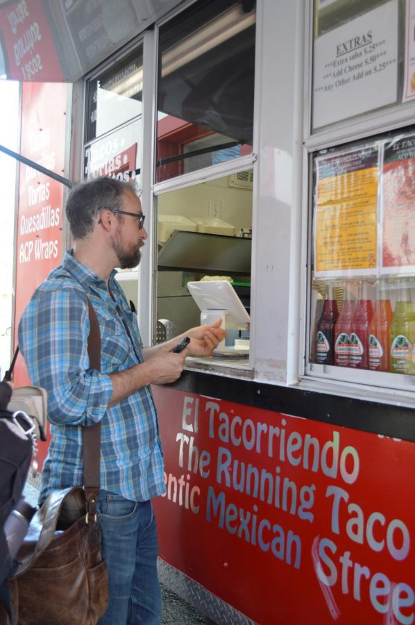 El Tacorriendo is a food truck that often parks on Howard Street. It serves authentic tacos, burrtios and other dishes. The truck is open Tuesday to Friday from 11 a.m. to 8 p.m.