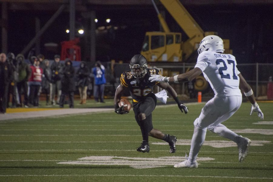 Junior+running+back+Marcus+Williams+Jr.+tries+to+get+past+a+Georgia+Southern+defender.+Williams+finished+with+30+yards+on+five+carries+in+the+game.+