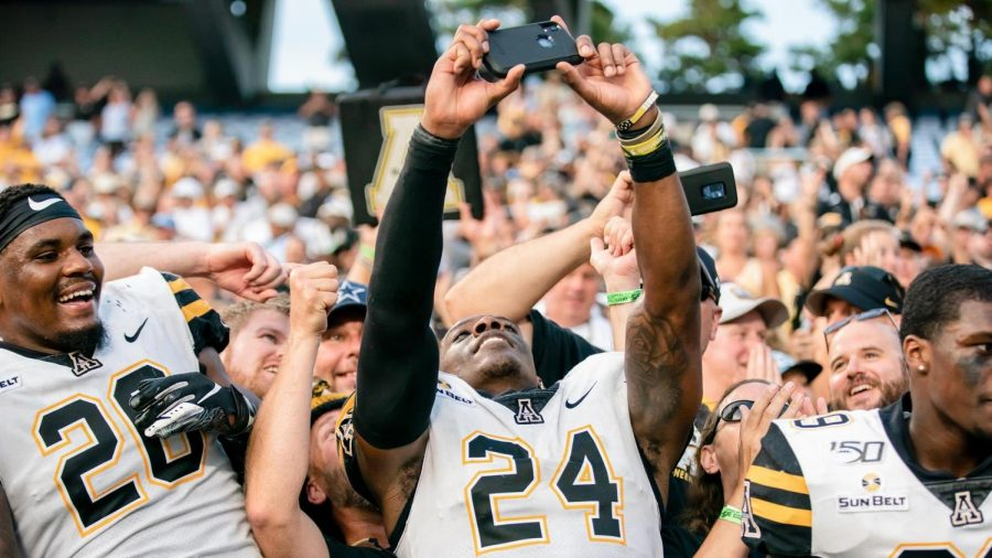 Akeem+Davis-Gaither+snaps+a+pic+with+fans+after+App+State%27s+33-30+win+over+North+Carolina+on+Sept.+21.