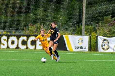 Cairney's late goal lifts women's soccer over Troy
