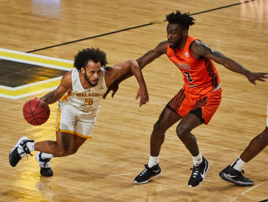 App State grad transfer guard Michael Almonacy drives against Bowling Green Nov. 30. Almonacy finished with nine points, six rebounds and three assists in the loss at Tennessee Tuesday.