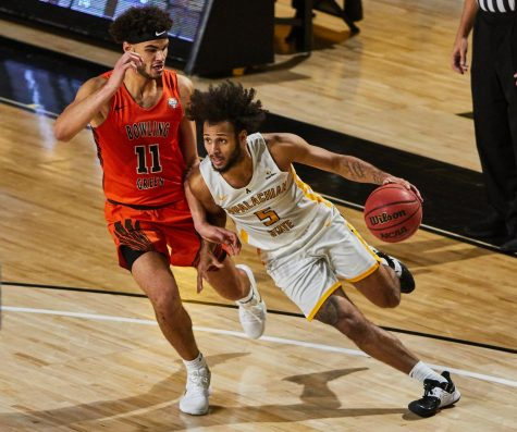 Graduate transfer guard Michael Almonacy drives against Bowling Green Monday night. The Brentwood, New York native led the Mountaineers with 21 points against the Falcons.