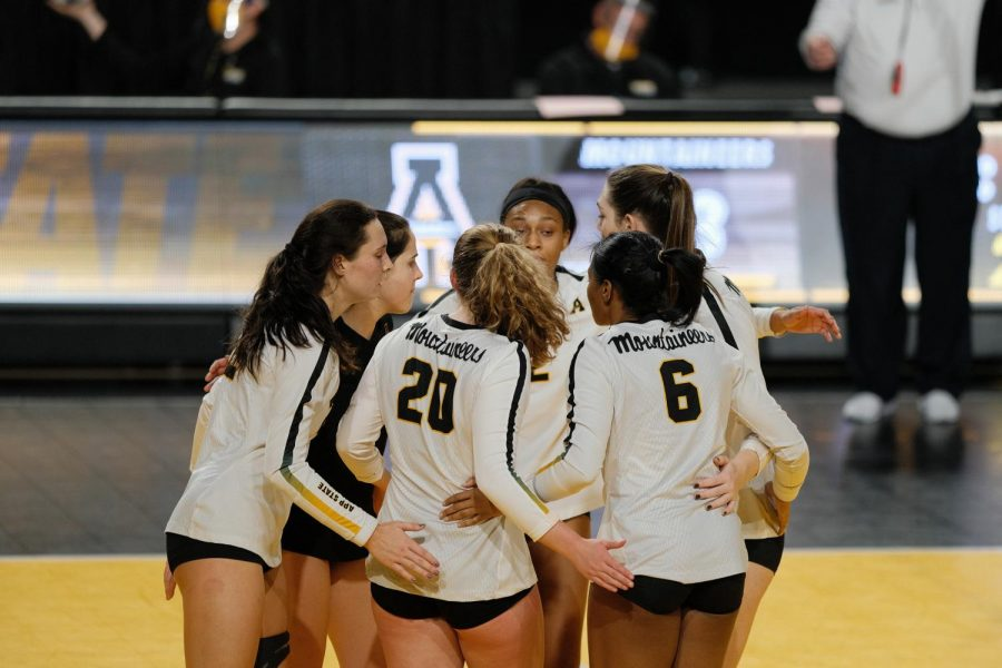App State volleyball players huddle up during a match against Coastal Carolina on Oct. 31 at the Holmes Center in Boone. After an unprecedented season dealing with the pandemic, head coach Matt Ginipro is proud of how the Mountaineers handled all the adversity, despite an overall 1-15 record.