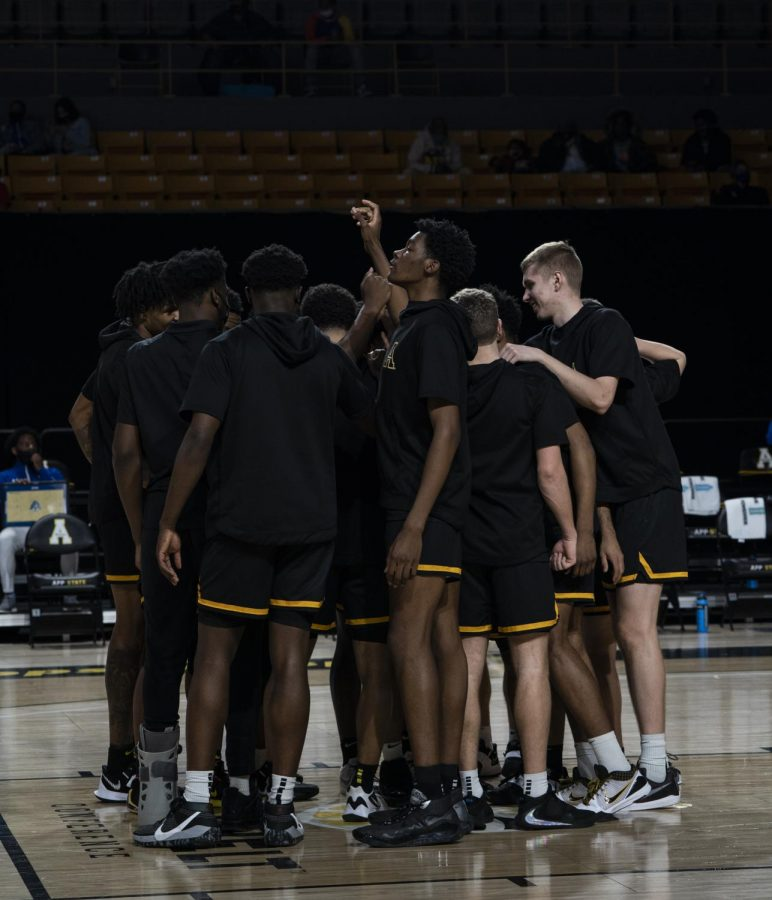 The Mountaineers huddle up before taking the court against in-conference opponent Georgia State. The Black and Gold went on to win 74-61, propelling them to their best start in conference play since the 2007-08 season.