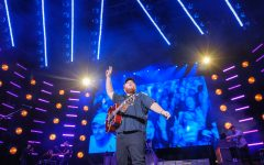 """The former Bowie Hall resident opened his encore with a cover of alumnus Eric Church's """"Carolina."""""""